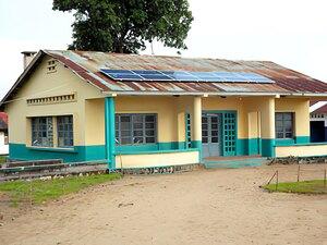 Solarelektronik, PV Autarke Systeme, Krankenhaus ,Afrika, Demokratische Republik Kongo, Popokabaka, Aufdachanlage