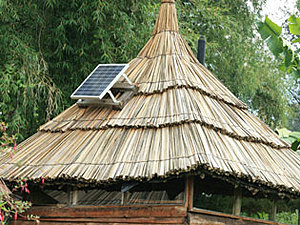 Solarelektronik, PV Autarke Systeme, Solar-Home-Systeme, Afrika, Uganda, kleine autarke Hütte,